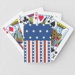 Las estrellas patrióticas rayan la bandera de la l baraja de cartas
