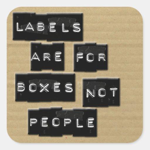 Las etiquetas están para la gente de las cajas no pegatina cuadrada