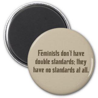 Las feministas no tienen dobles estándars… imán redondo 5 cm