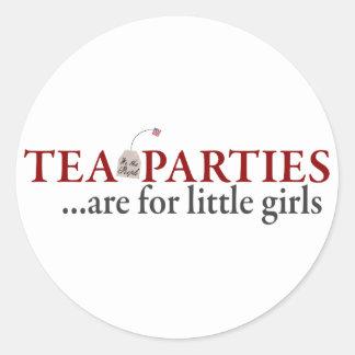 Las fiestas del té están para las niñas etiqueta redonda