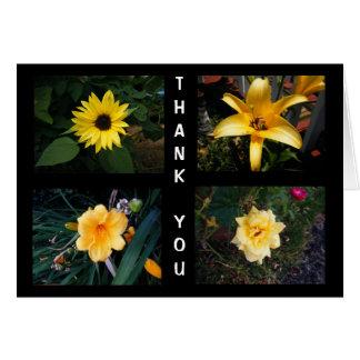 Las flores amarillas le agradecen, esconden tarjeta de felicitación