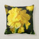 las flores amarillas se cierran encima de imagen f cojin