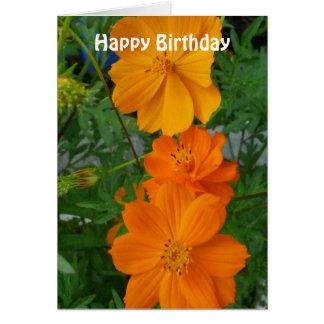 Las flores anaranjadas del cosmos modificaron la tarjeta de felicitación