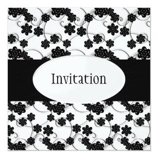 """Las flores blancas y negras modelan todos los invitación 5.25"""" x 5.25"""""""