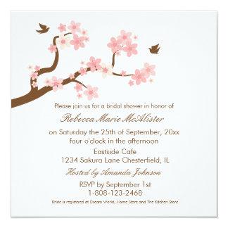"""Las flores de cerezo en la ducha nupcial blanca invitación 5.25"""" x 5.25"""""""