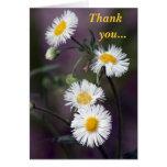 Las flores delicadas de la primavera le agradecen  tarjetón