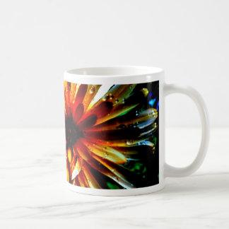 Las flores florecen por todas partes taza de café