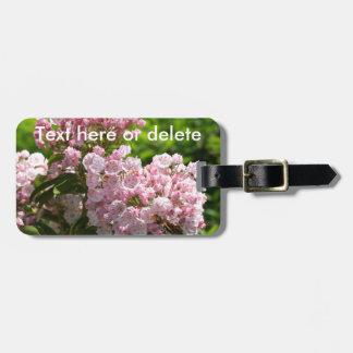 Las flores rosadas bonitas del laurel de montaña etiquetas para maletas