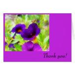 Las flores y el insecto púrpuras le agradecen card felicitacion