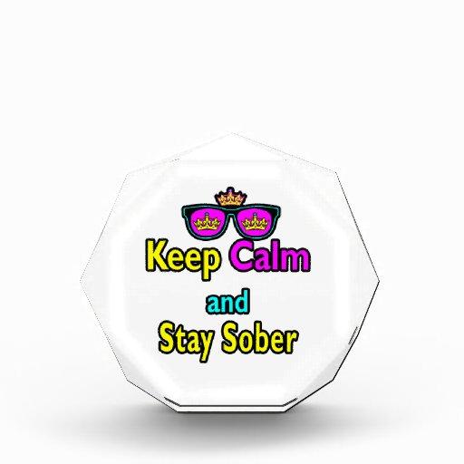 Las gafas de sol de la corona de la parodia guarda