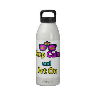 Las gafas de sol de la corona del inconformista de botella de agua