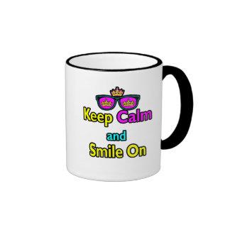 Las gafas de sol de la corona del inconformista gu taza de café
