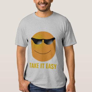 Las gafas de sol del Emoticon lo toman fácil Playeras