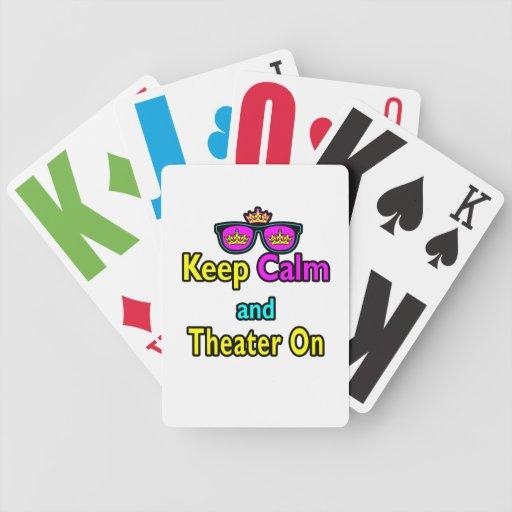 Las gafas de sol guardan calma y el teatro encendi barajas de cartas