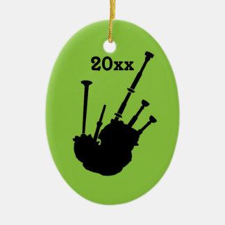 Las gaitas personalizaron el ornamento del navidad adorno ovalado de cerámica