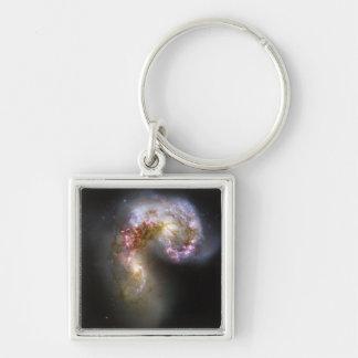 Las galaxias de las antenas llavero cuadrado plateado