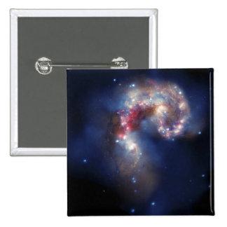 Las galaxias de las antenas pin cuadrada 5 cm