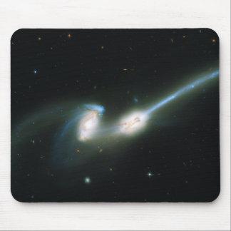Las galaxias NGC 4676 de los ratones que chocan y  Tapetes De Ratones