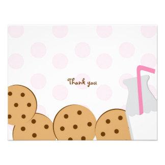 Las galletas y la leche le agradecen las tarjetas invitación