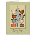 Las gallinas del navidad adornan el árbol en la ta tarjetas