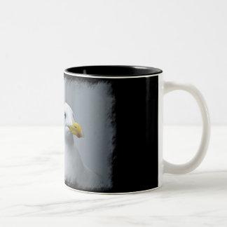 Las gaviotas necesitan amor también en negro taza de dos tonos
