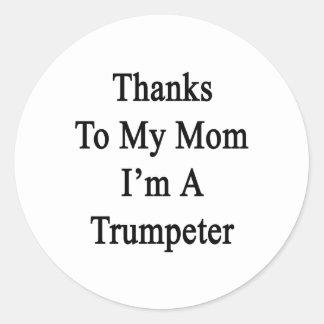 Las gracias a mi mamá soy un trompetista pegatina redonda