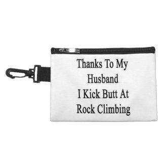 Las gracias a mi marido golpeo extremo con el pie