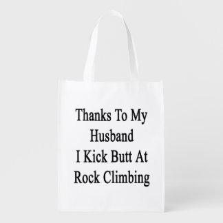 Las gracias a mi marido golpeo extremo con el pie bolsa de la compra