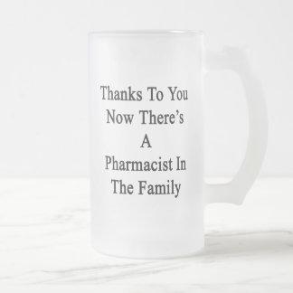 Las gracias a usted ahora allí son farmacéutico en jarra de cerveza esmerilada