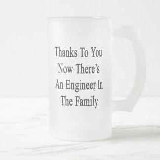 Las gracias a usted ahora allí son ingeniero en el jarra de cerveza esmerilada