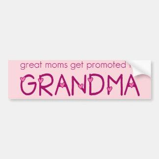 Las grandes mamáes consiguen promovidas a la abuel pegatina de parachoque