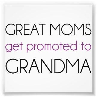 Las grandes mamáes consiguen promovidas a la abuel arte con fotos