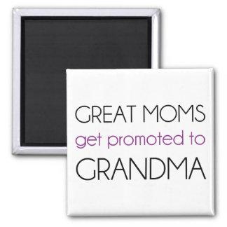Las grandes mamáes consiguen promovidas a la abuel imán cuadrado