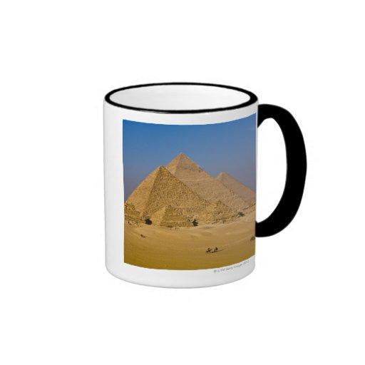 Las grandes pirámides de Giza, Egipto Taza A Dos Colores