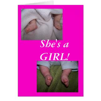 ¡las guapas del bebé, pequeños pies, ella es un tarjeta de felicitación