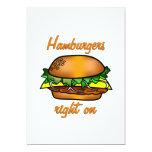 Las hamburguesas enderezan encendido invitaciones personalizada