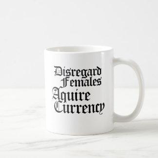 Las hembras de la indiferencia adquieren moneda tazas de café
