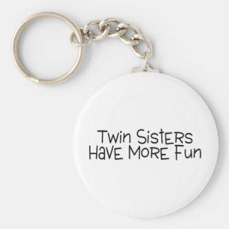 Las hermanas gemelas se divierten más llaveros
