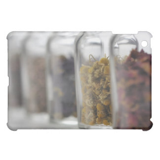 Las hierbas que una botella de cristal contiene