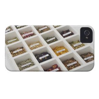 Las hierbas que una caja contiene carcasa para iPhone 4 de Case-Mate