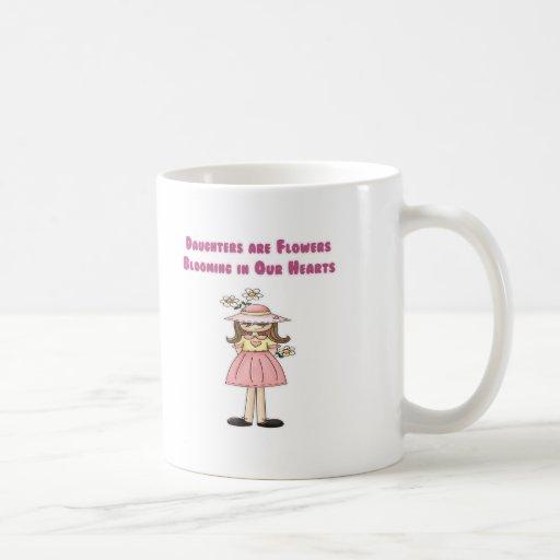 Las hijas son flores que florecen en nuestros cora tazas de café