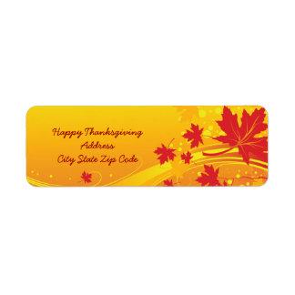 Las hojas de arce en caída colorean la etiqueta de etiquetas de remite