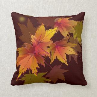 Las hojas de otoño están cayendo almohadas