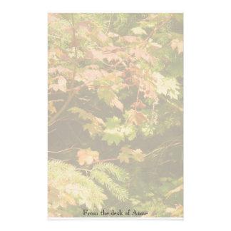 Las hojas del árbol del otoño personalizaron los  papeleria de diseño