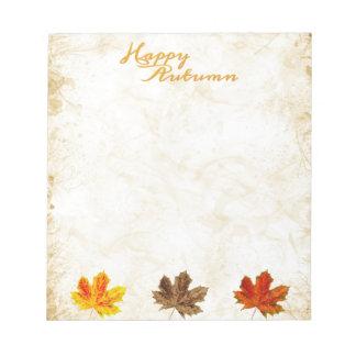 Las hojas felices de la caída del otoño apenaron l bloc