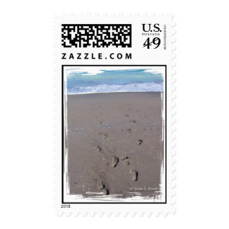 Las huellas en playa enarenan la parte posterior envio
