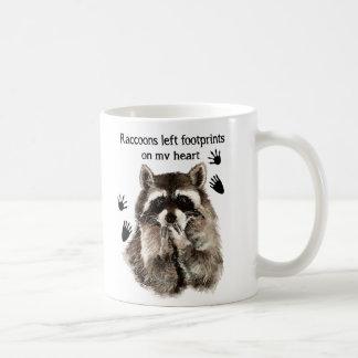 Las huellas izquierdas de los mapaches en mi humor taza