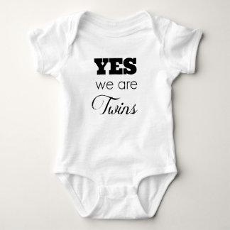 Las ideas gemelas del regalo del bebé 'somos sí mameluco de bebé
