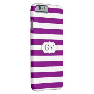 Las iniciales violeta púrpura y el blanco raya el funda de iPhone 6 barely there