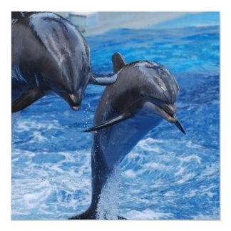 Las invitaciones de salto del delfín invitación 13,3 cm x 13,3cm